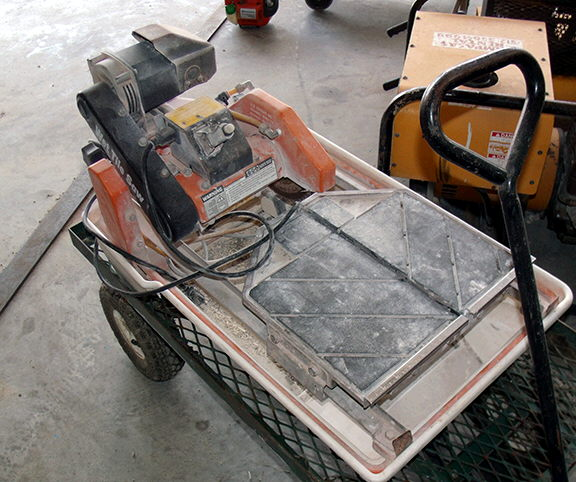 Where to find CERAMIC TILE SAW in Lampasas